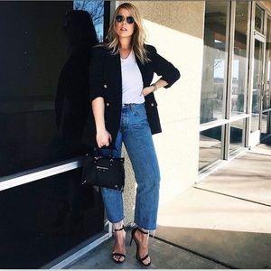 Vintage Levi 560 medium wash high waist mom jeans
